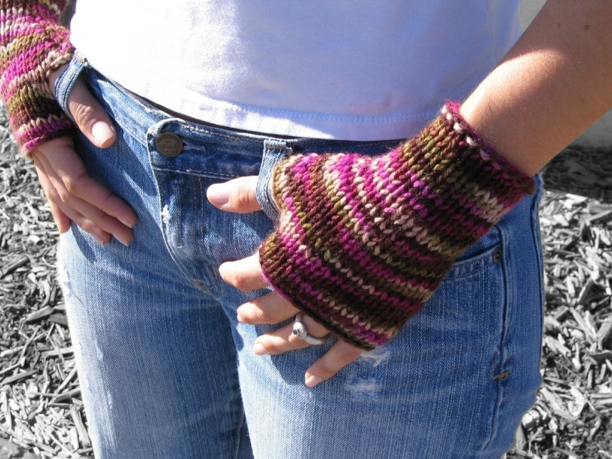 Knitting Patterns By Yarn Weight : Delight Fingerless Mitts - PDF Knitting Pattern for Worsted Weight Yarn