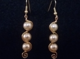 Curved three glass pearl earrings